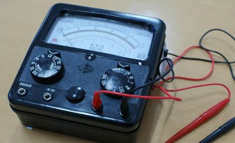 电解电容器等有极性的元器件时